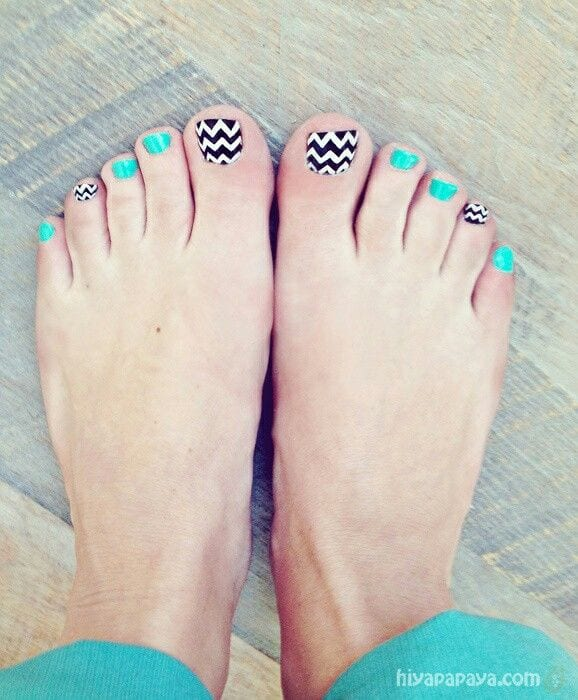 Mix toe nail prints
