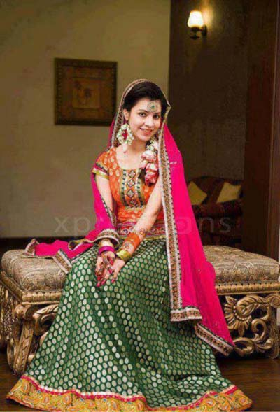 15 Stylish Pakistani Mehndi Dresses Collection This Season