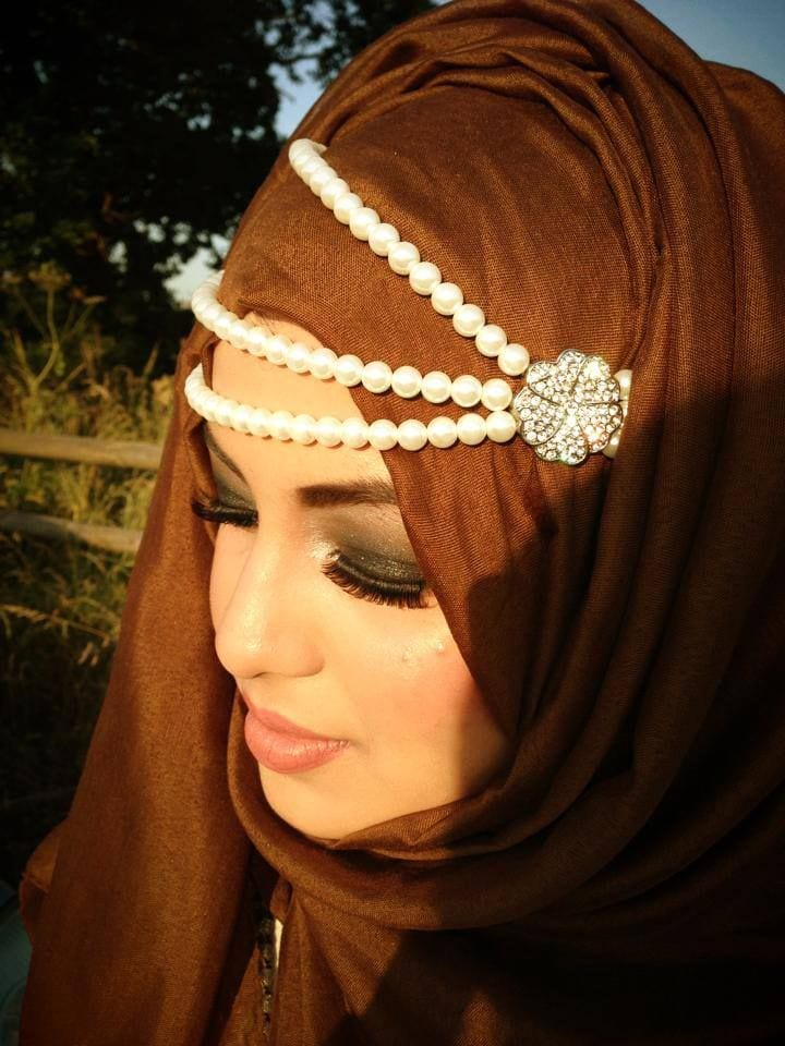 Chains with hijab