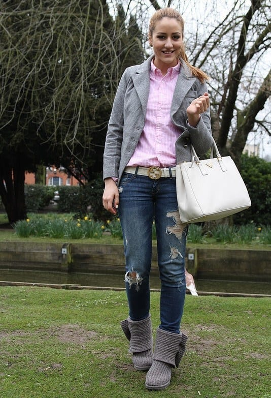 eafc47617ec 18 Cute Outfits to Wear with Uggs Boots This Winter