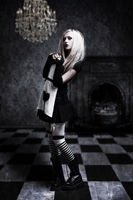 Cute goth style outfit ideas (11)