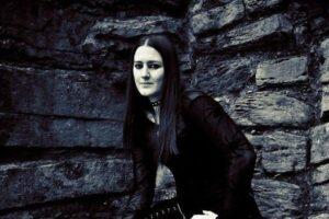 how to dress like  goth