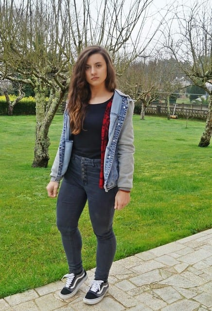 cute outfits to wear with sneakers (21)