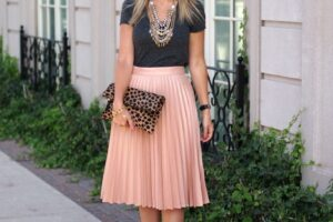 outfits to wear with midi skirt