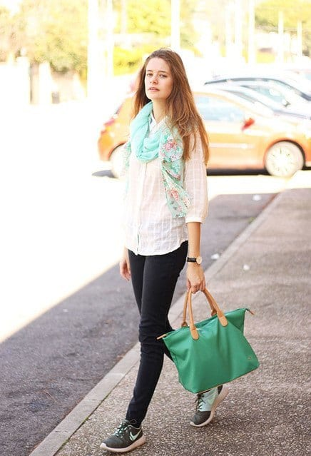 cute outfits to wear with sneakers (11)