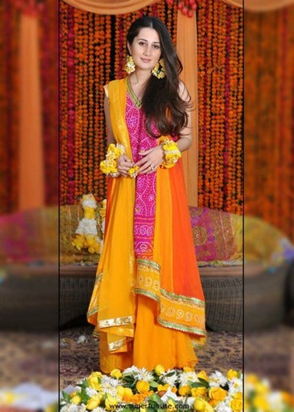 12 Simple Hairstyles For Mehndi Function0010