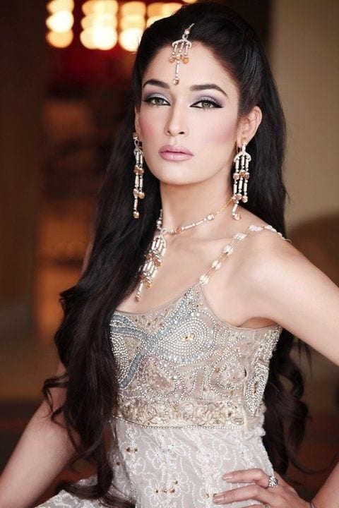 Gorgeous Easy Makeup Tutorials For Brown Eyes: 25 Easy And Gorgeous Hairstyles For Walima Function