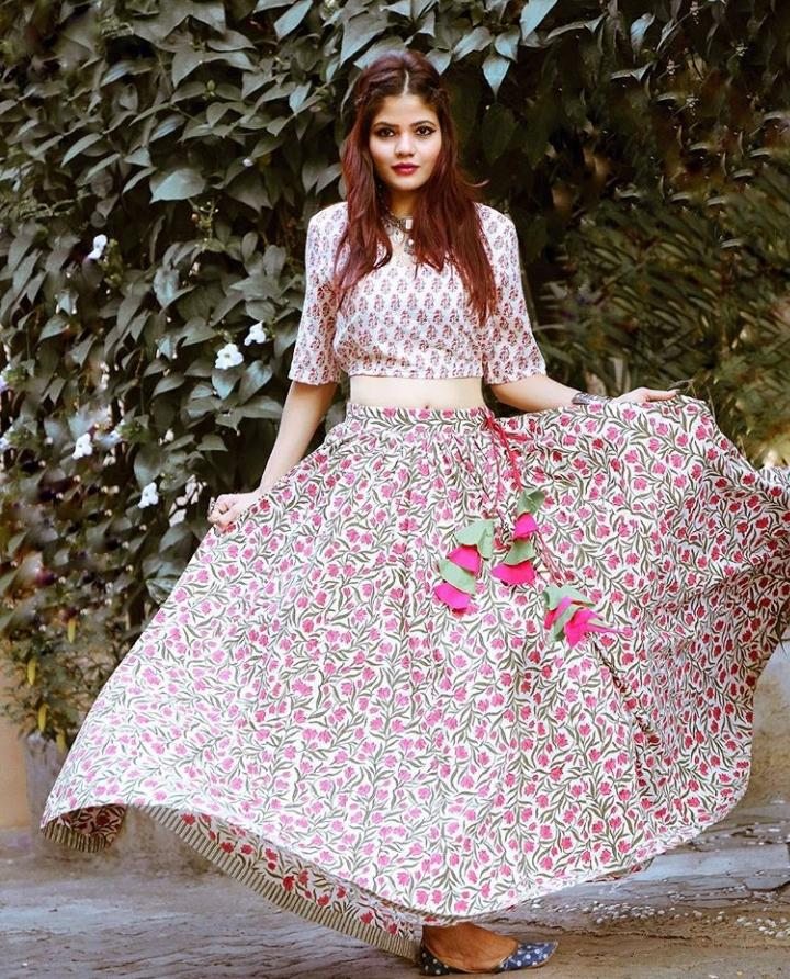 Make The Most of Holi With These Stunning Outfit Ideas (11)