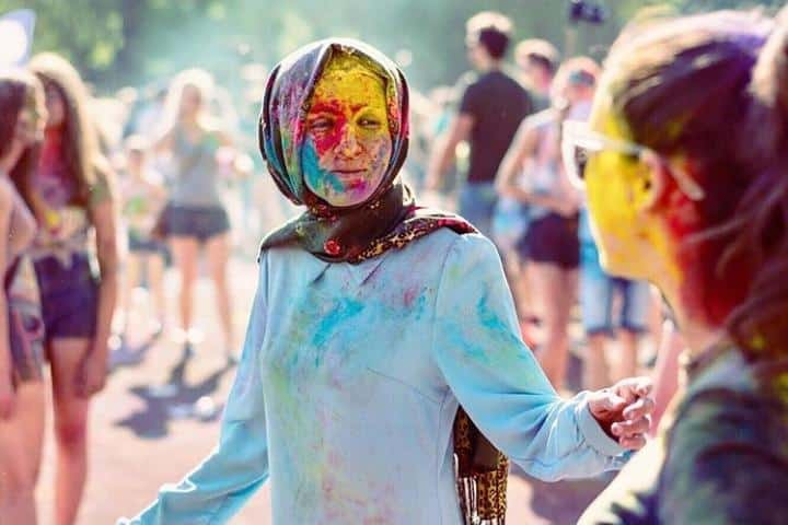 Make The Most of Holi With These Stunning Outfit Ideas (12)