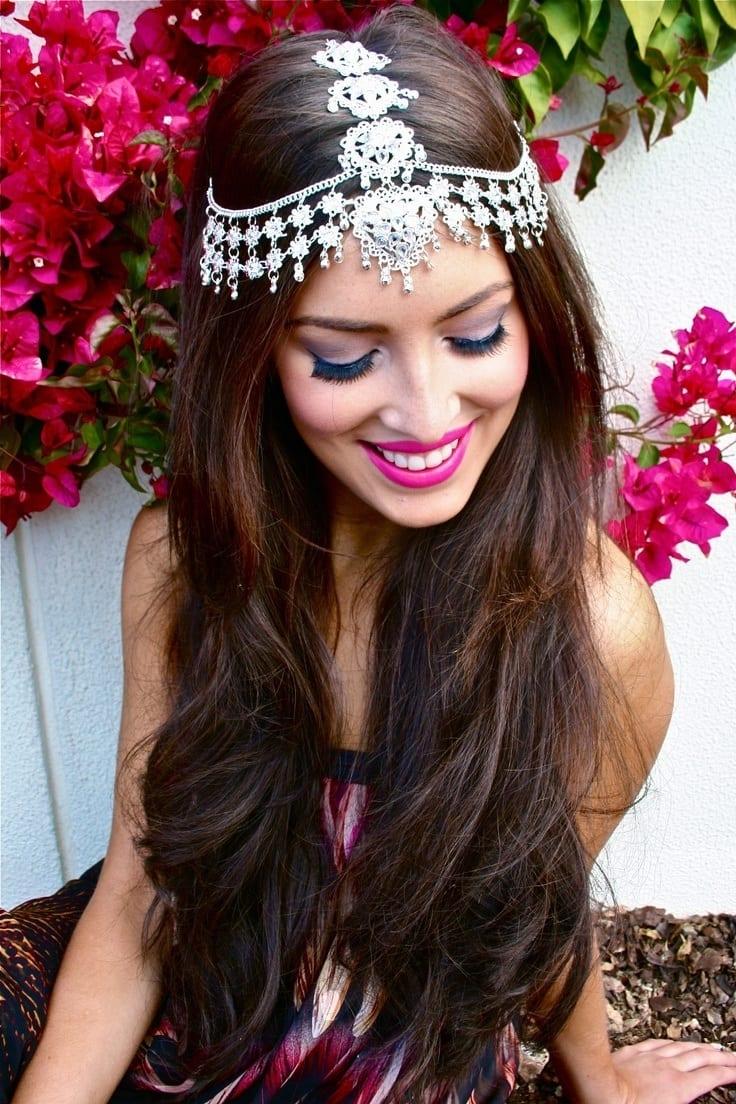 16 cute hairstyles with maang tikka/maatha patti this season