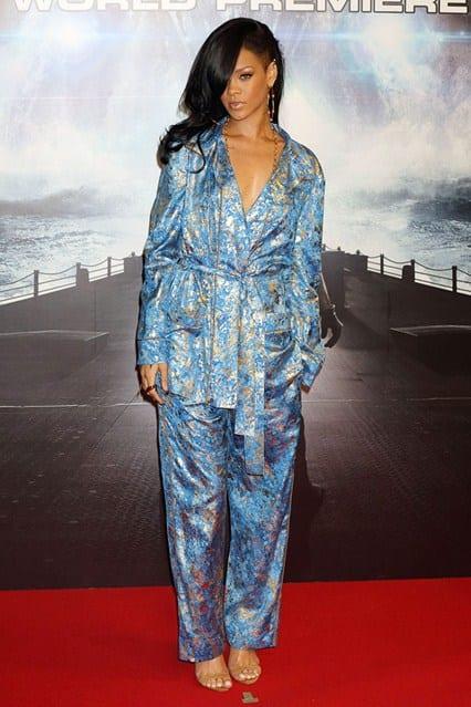 Rihanna_gl_4apr12_rexfeatures_b_426x639