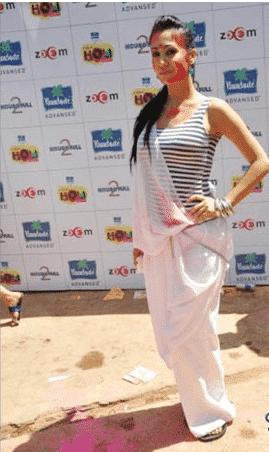 how to wear saree at holi festival