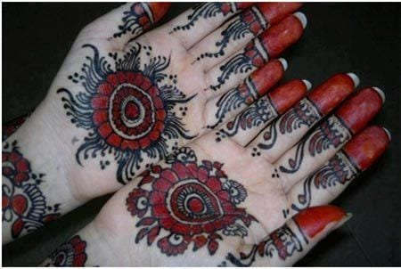 black-mehndi-for-hands