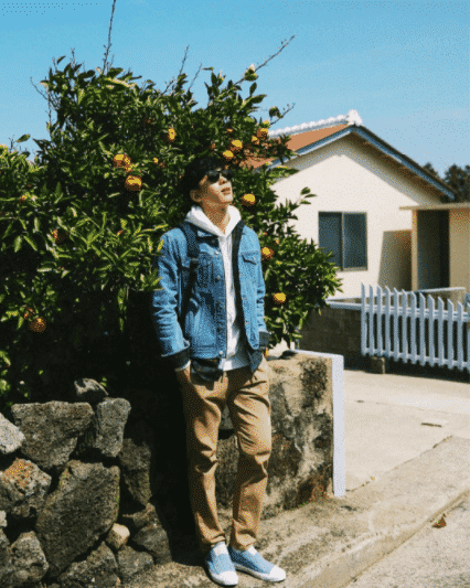 kpop khaki pants outfit