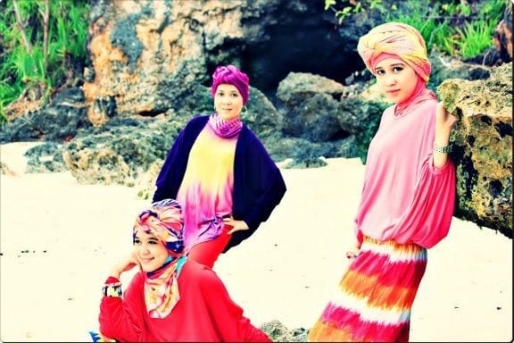 hijab-mode-at-pandang-padang-beach-uluwatu-bali-bali-indonesia+1152_13468370195-tpfil02aw-12804
