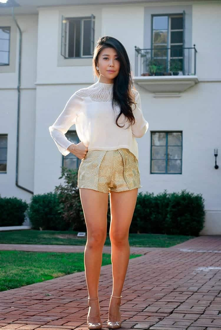 Cute Outfit Ideas to Wear Shorts with Style (9)