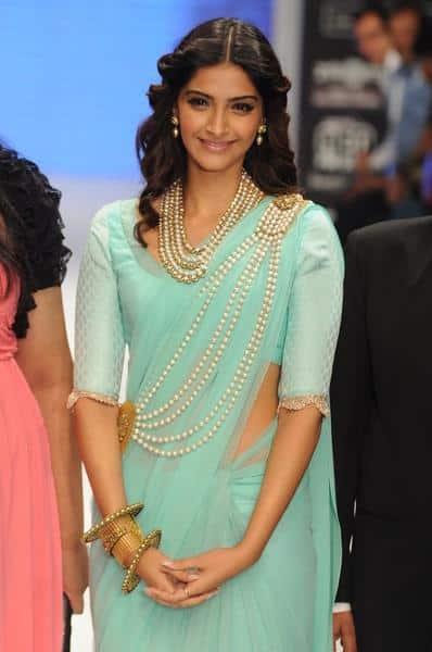 pear shape for saree dress