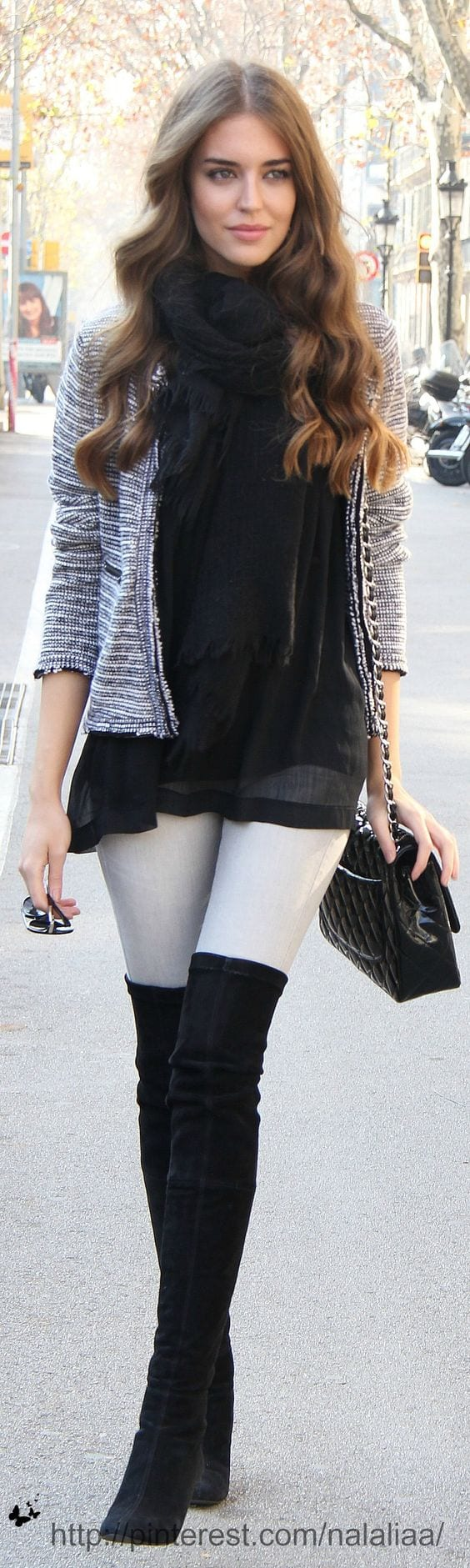 Cute Outfits For Women With Curly Hair (13)