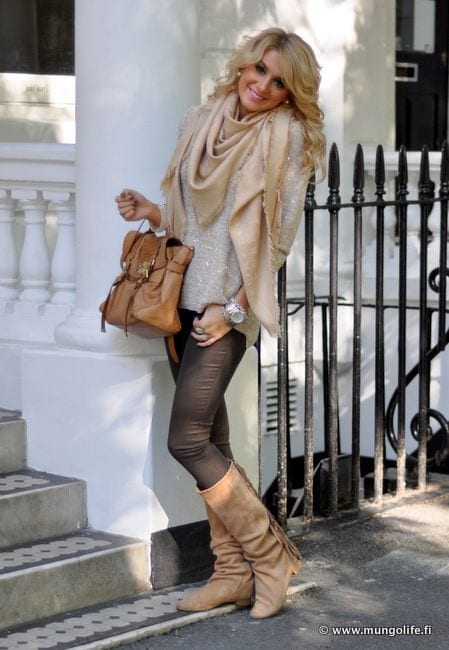 Cute Outfits for Women With Curly Hair (11)