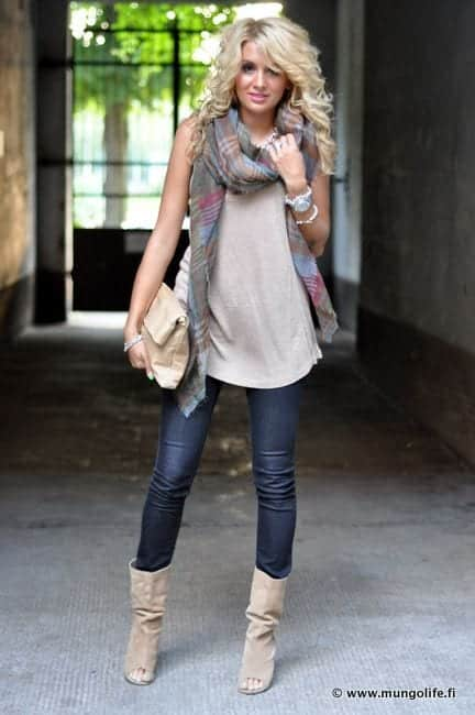Cute Outfits for Women With Curly Hair (10)