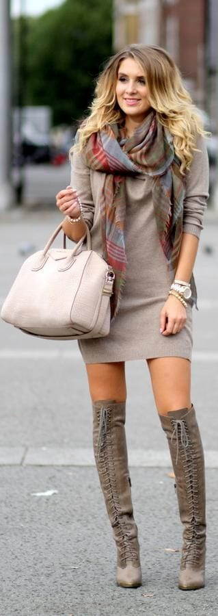 Cute Outfits for Women With Curly Hair (7)