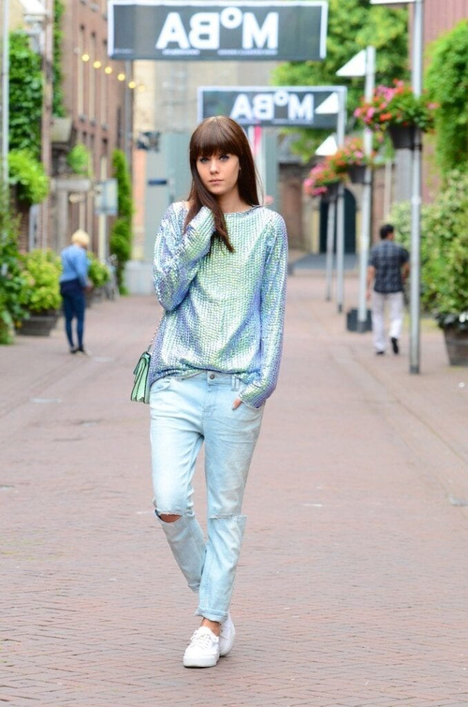 boyfriend-jeans-sequins-casual-outfit-