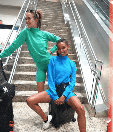 celebrity style airport outfit