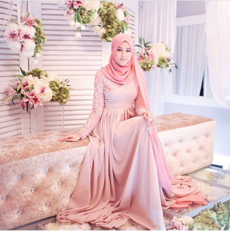 Photo Of A New Born Baby Wearing Heavy Makeup Goes Viral: Hijab Engagement Dress-Top 27 Engagement Dresses For Hijabis