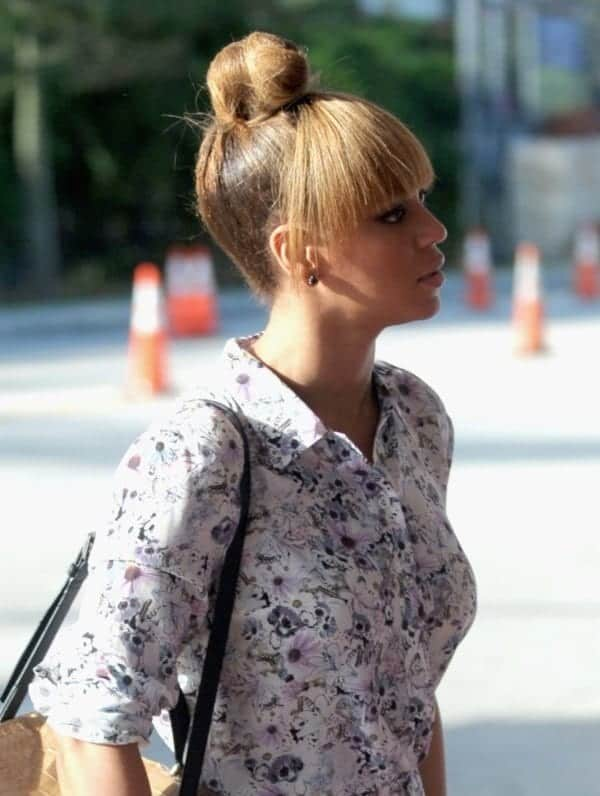 50-Cute-Top-Knot-Bun-Hairstyle-Outfit-Combos0021
