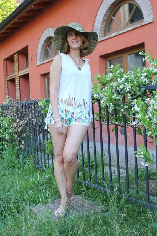 Outfits with floral shorts (31)