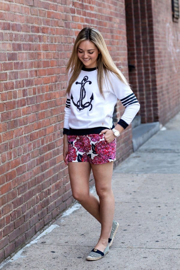 Outfits with floral shorts (10)