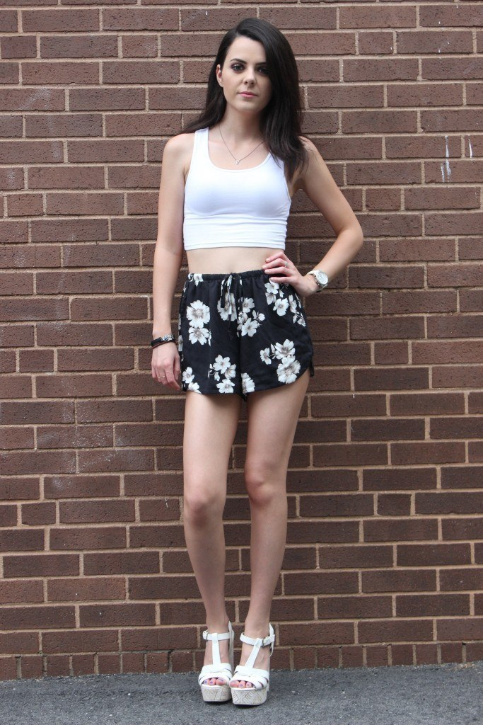 Outfits with floral shorts (9)