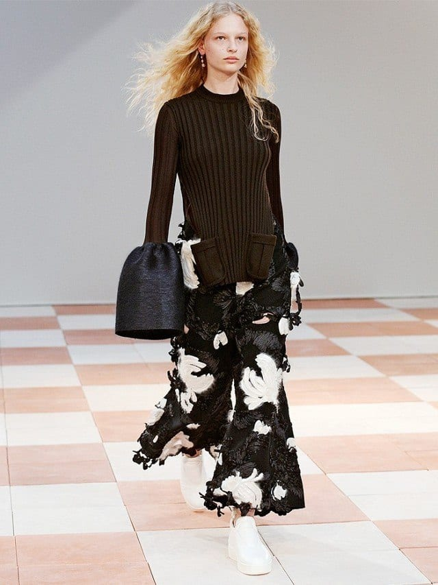 Outfits with flared sleeves (5)