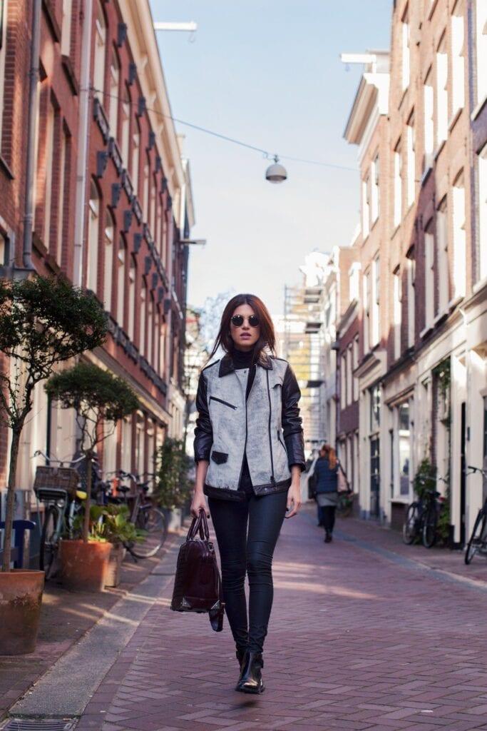 Stylish Ways to Wear Black Denim (21)
