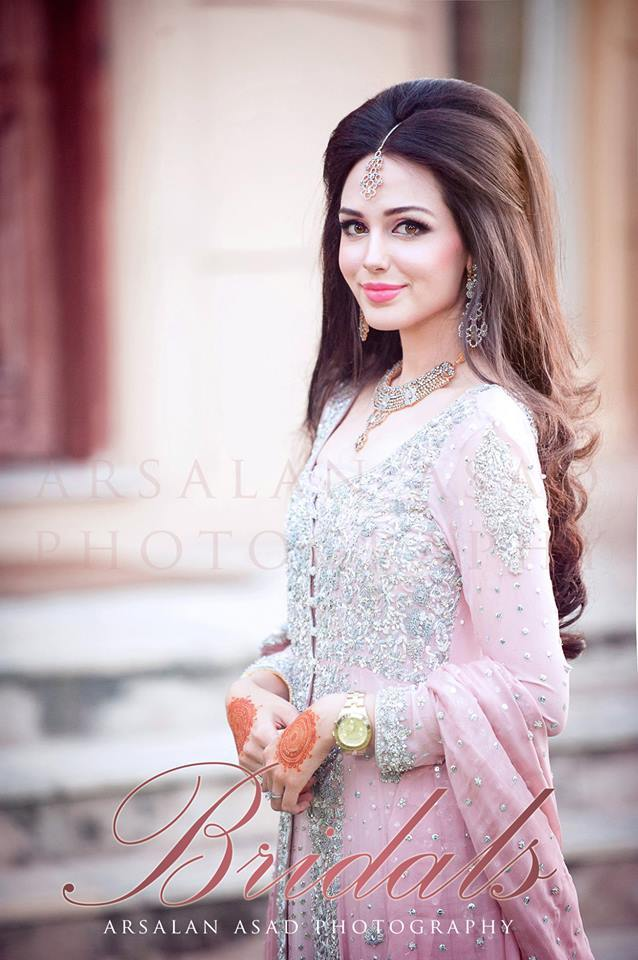 Pakistani Bridal Hairstyles For A Perfect Look (18)