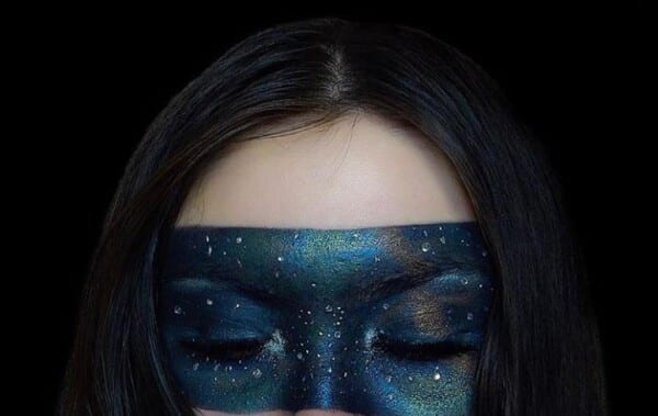 Get Inspired With These Cool Halloween Makeup Looks (1)