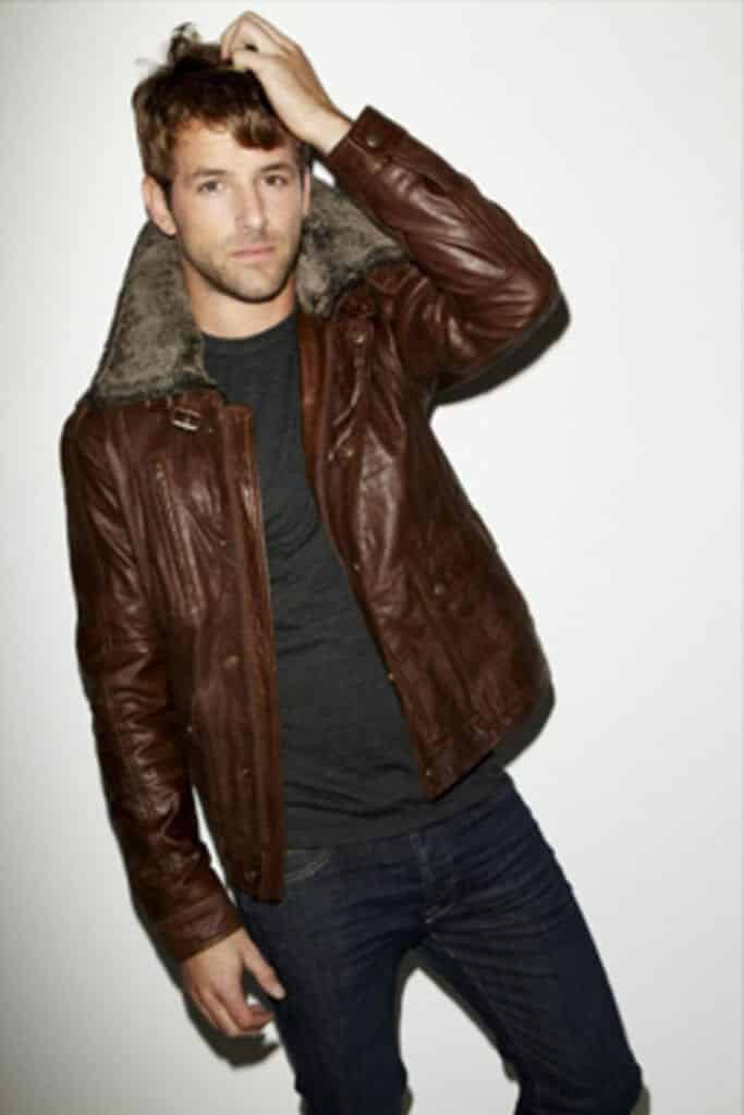 Ideas for Men to wear Leather Jackets (16)