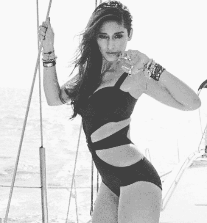 ileana-d-cruz-beach-picture-2