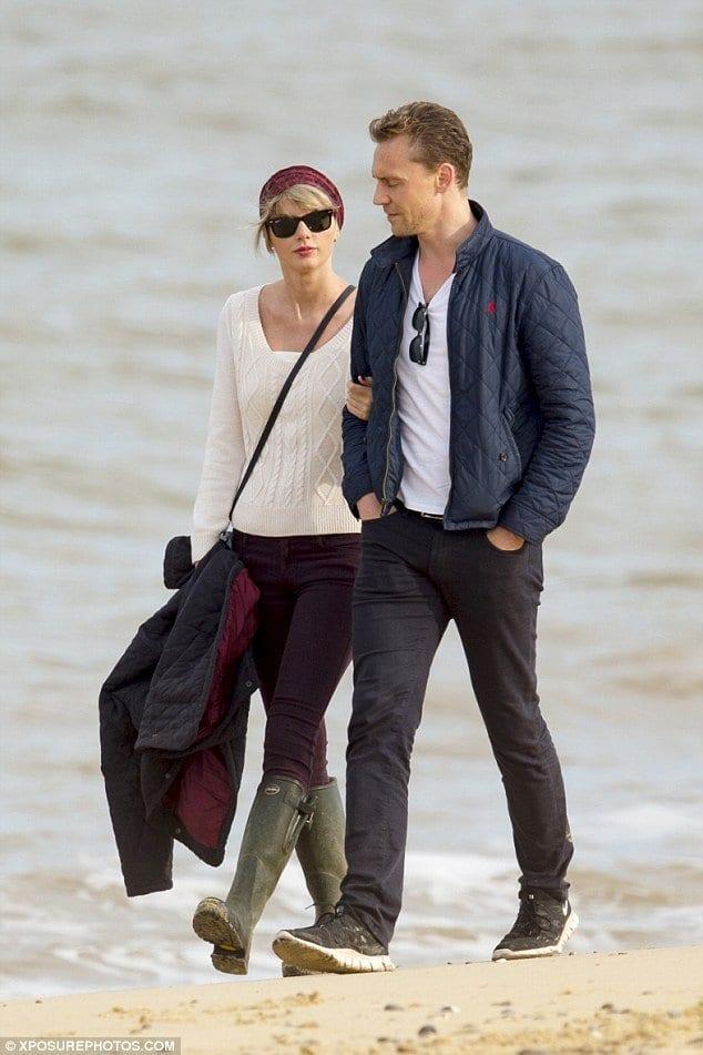 d175b619c3 Hollywood Celebrities Beach Outfits-30 Top Celebs in Beachwear