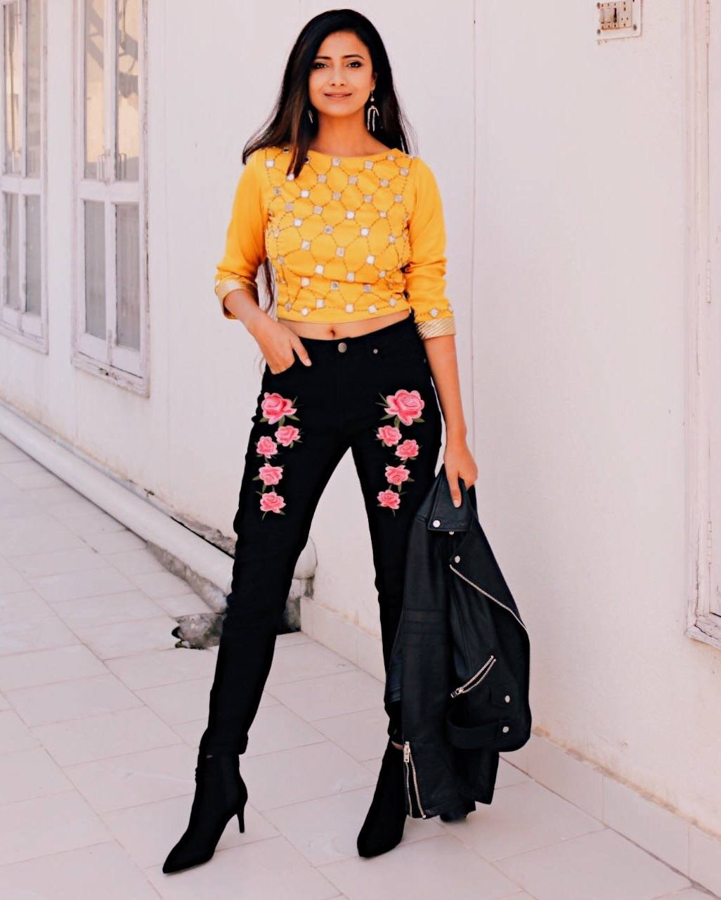 How to Wear Embroidered Jeans16 Embroidered Jeans Outfits How to Wear Embroidered Jeans16 Embroidered Jeans Outfits new foto