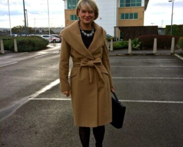 Office Style For Women Over 50 – 18 Elegant Work Wear Outfit Ideas (11)