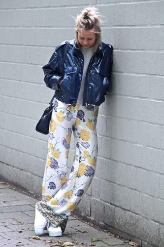 How to wear palazzo pants with sneakers (8)