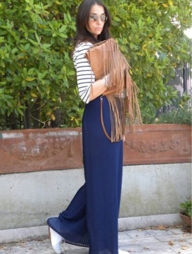 How to wear palazzo pants with sneakers (18)