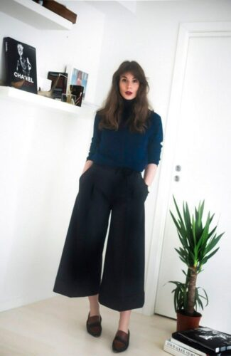 How to wear palazzo pants with sneakers (4)