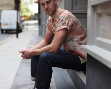 how to wear a floral shirt outfit for men (1)