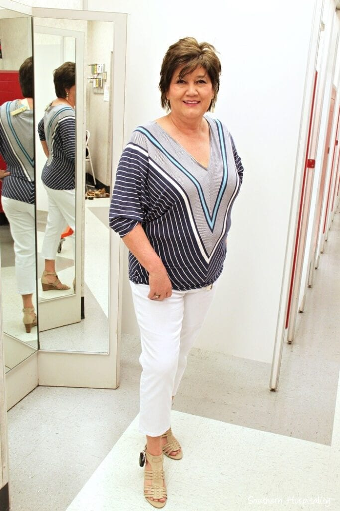 how to dress in summers for women above 50 (28)
