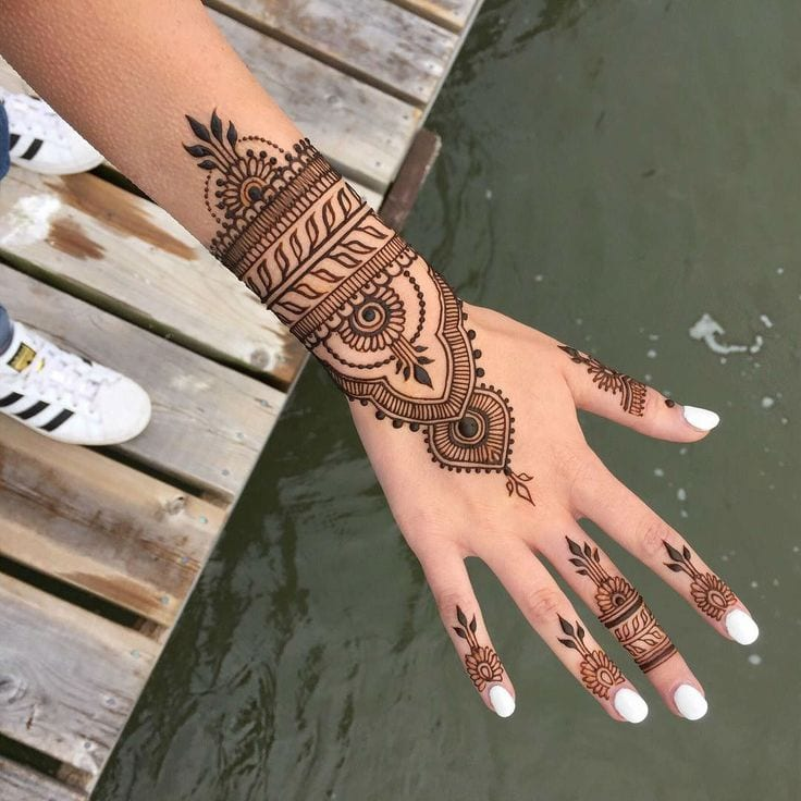 trending mehndi designs 50 latest henna tattoo ideas for 2018. Black Bedroom Furniture Sets. Home Design Ideas