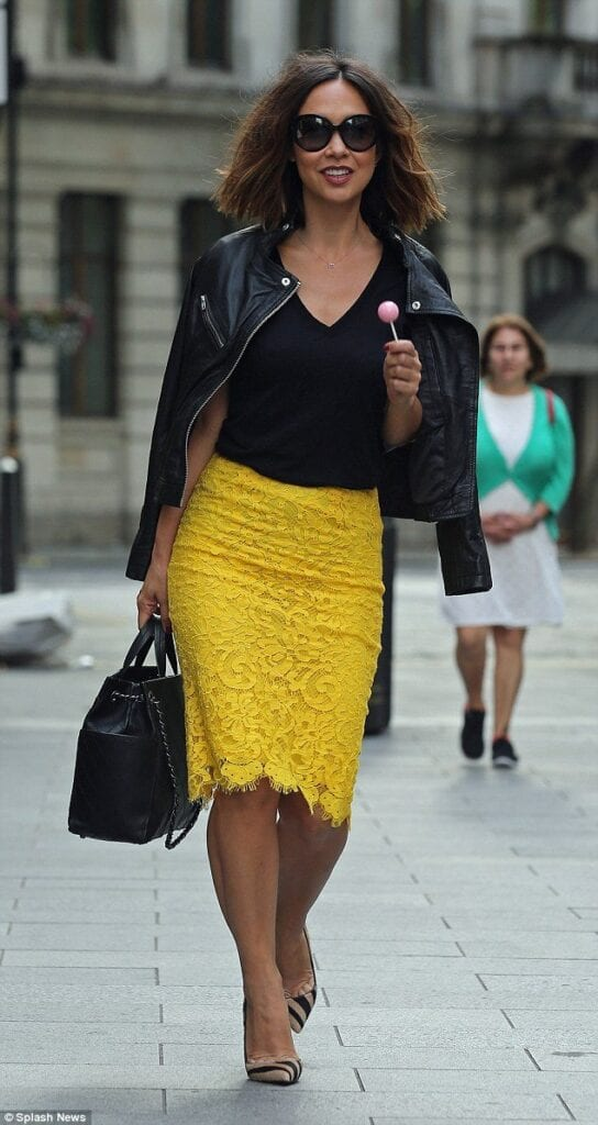 2801202e19 Yellow Skirt Outfits- 27 Ideas on How to Wear a Yellow Skirt