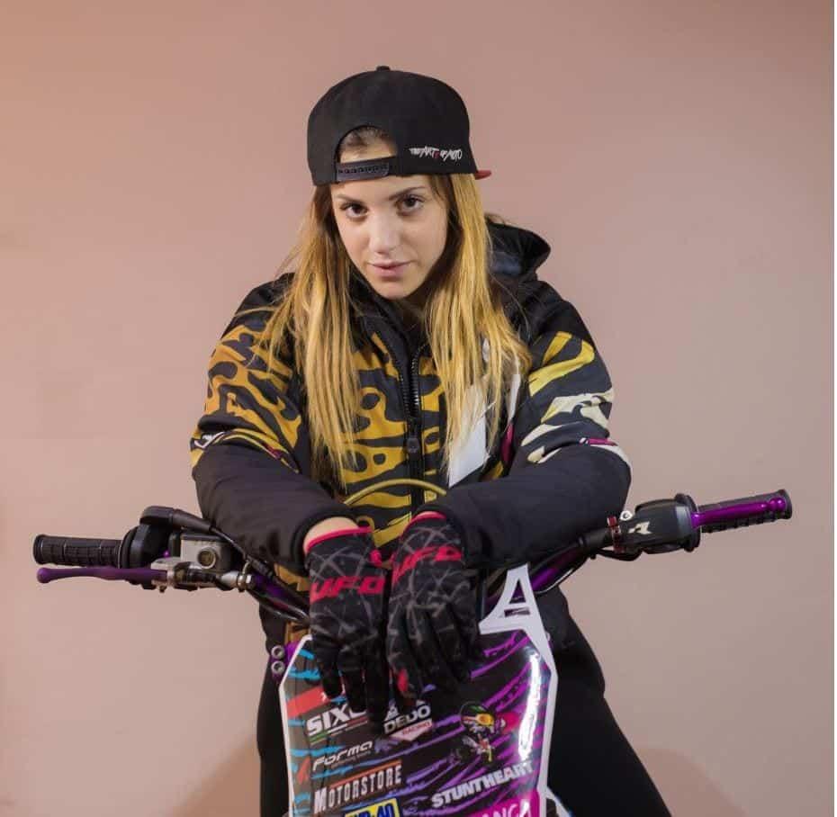 most beautiful biker girls on Instagram (20)