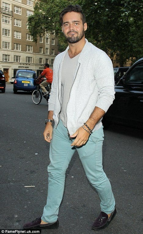 how to wear a mint pant (31)